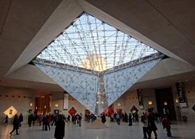 Pyramide du louvre paris guide et histoire des pyramides du louvre paris - Construction pyramide du louvre ...